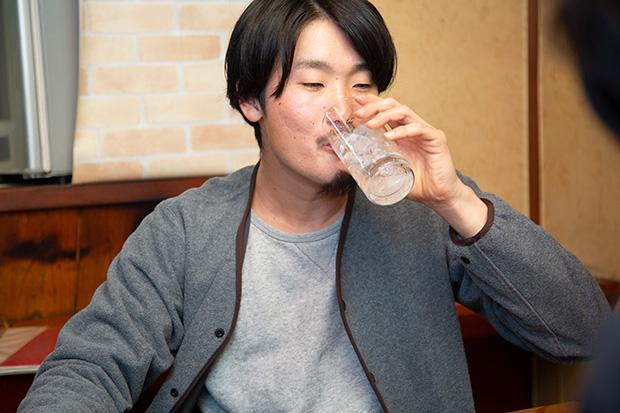 「会話の反応が遅いんです」と笑う中島さんですが、軽快な朝倉さんとの会話のリズムがなんとも心地よく聞こえる不思議。