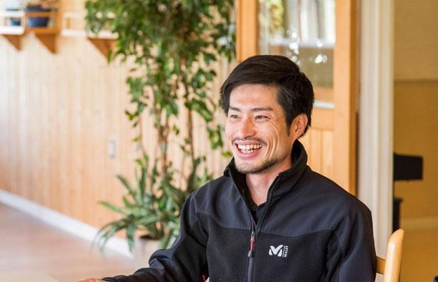 空き家をリノベーションしたゲストハウス〈マルマド舎〉を来春オープンさせる上井雄太さん。上井さんたちの活動についてはこちらの記事でも紹介。