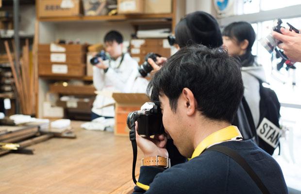 カメラを持って岡崎のまちにある製造メーカーやお店を訪ねます。