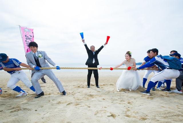 会場の虹ヶ浜海岸では、光市名物の餅まきや、「かかあ天下VS亭主関白」と題して〈LOVE綱引き〉などのイベントも行われた。