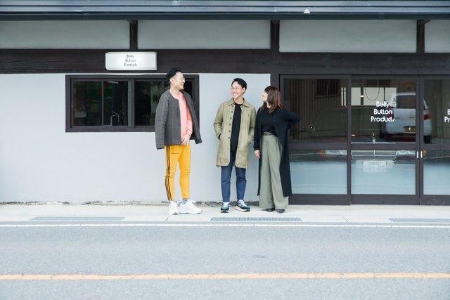 左から本田智章さん、貞徳祐紀さん・襟香さん夫妻。