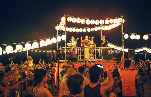 鎌倉界隈を中心に、夏から秋にかけてさまざまな地域のお祭りなどで盆踊りを披露している〈イマジン盆踊り部〉。
