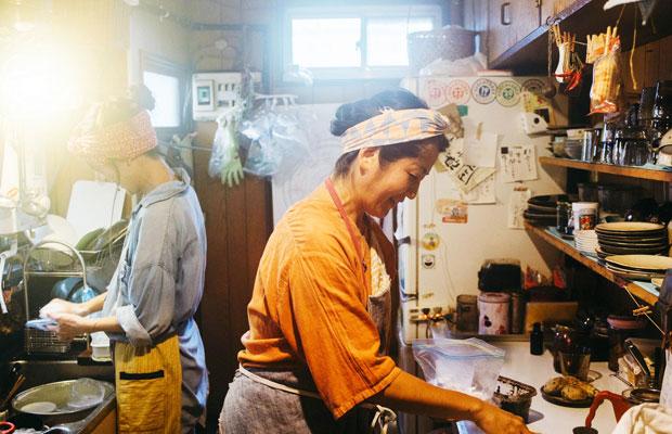 〈てぬぐいカフェ 一花屋〉を営む瀬能笛里子さん