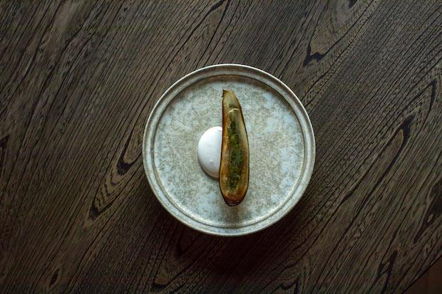 茄子、ゴートミルクのヨーグルトとグースベリーのチミチュリ