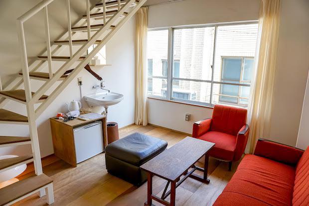 2階フロアには、ロフト付きのツインルームもあります。広めの部屋なので友達同士で泊まるのにぴったり。