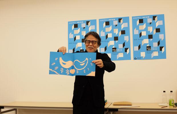 展覧会に合わせて行われたワークショップ「あつめてひとつ」は、選んだ色紙をすべて台紙に貼って使い切るというもの。デザインや絵本制作とともに、駒形さんは独自に開発したワークショップを各地で実施している。