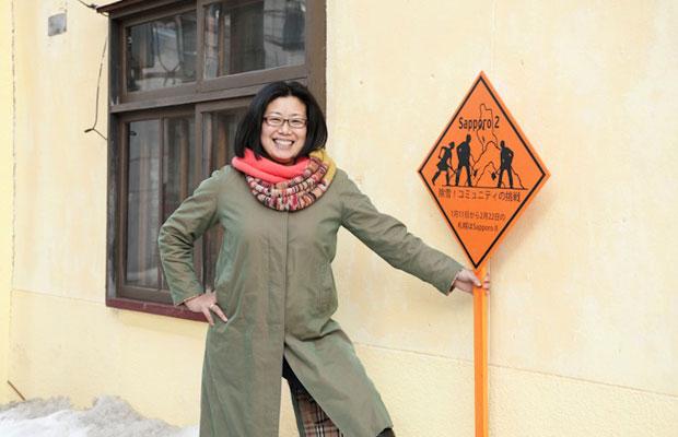 小田井真美さんは、長年アーティスト・イン・レジデンス事業やアートプロジェクトの運営に関わってきた。昨年、フランス人アーティスト、ニコラ・ブラーと美流渡にリサーチに訪れたこともある。(写真提供:さっぽろ天神山アートスタジオ)