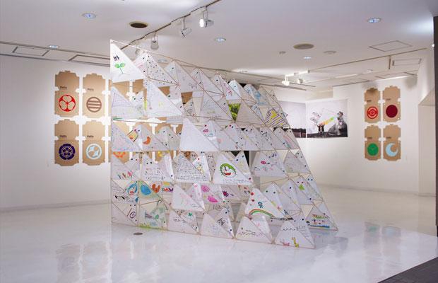さっぽろ天神山アートスタジオには、展示スペースも併設。滞在しているアーティストの作品展示や成果発表、活動報告の場として使われている。(写真提供:さっぽろ天神山アートスタジオ)