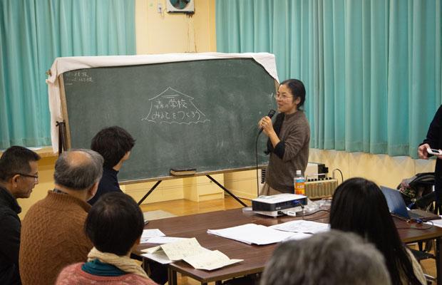 黒板に活用アイデアを書いていく。(撮影:吉川幸佑)