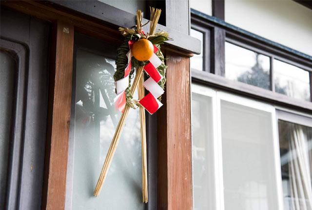 玄関先に飾った正月飾り