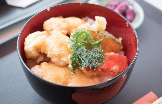 瀬戸内海育ちのハモを使った「鱧天丼」。
