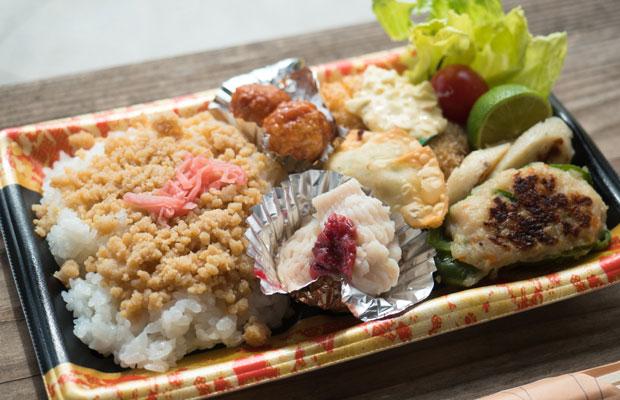 四海漁協のお母さんたちによる「島鱧弁当」。