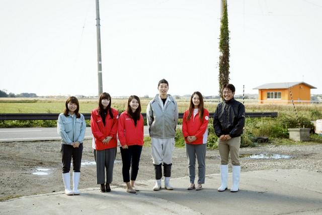 新潟支社のアグリガールのみなさん、三田さん、村上地域振興局のみなさんと。左から3人目が市橋さん。