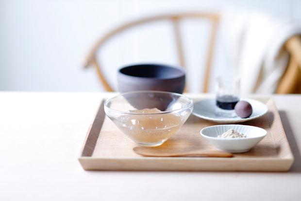 本わらび餅「至高」と御抹茶 1850 円(税込) 。