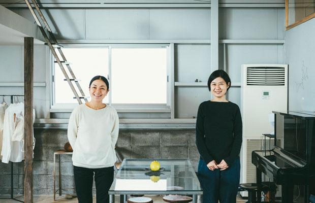学生時代から一緒にものづくりをしている星野若菜さん(左)と五十嵐恵美さん(右)。