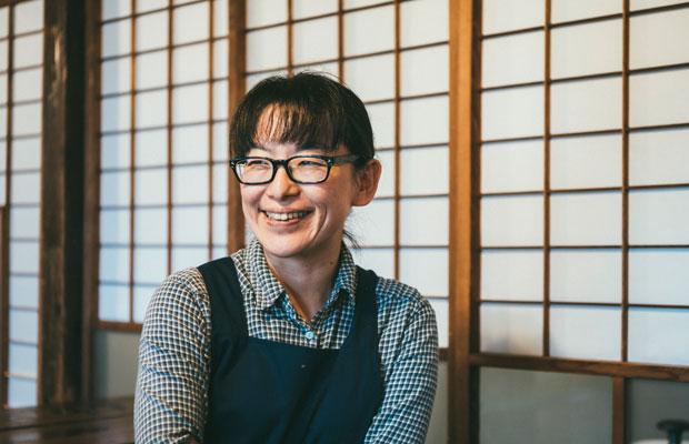 ガシマシネマの店主、堀田弥生さん