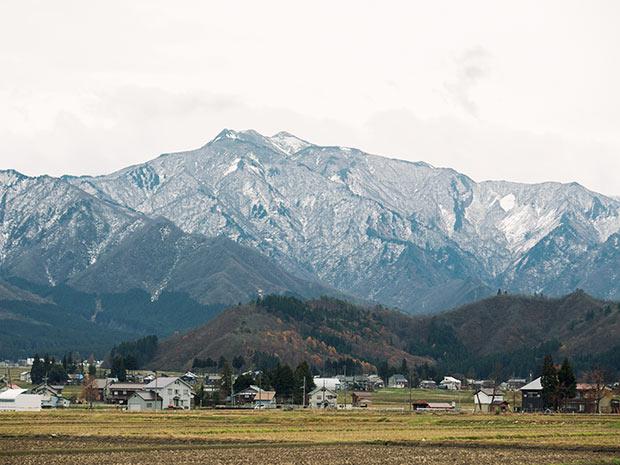 まちのシンボル八海山