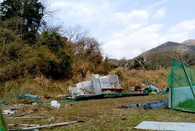 不法投棄された粗大ゴミ