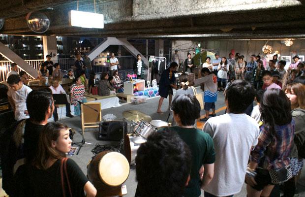 「吉原祇園祭」の宮太鼓セッション。祭りでは決して交わらない異町内同士の交わりが実現した。