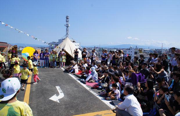 地元の子どものダンスチームによる発表会。
