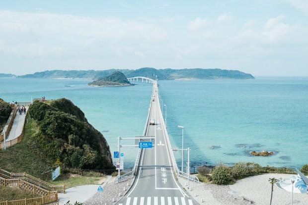 角島大橋からは、息をのむ絶景を思う存分堪能することができる。