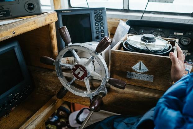 嵩海丸の船内。