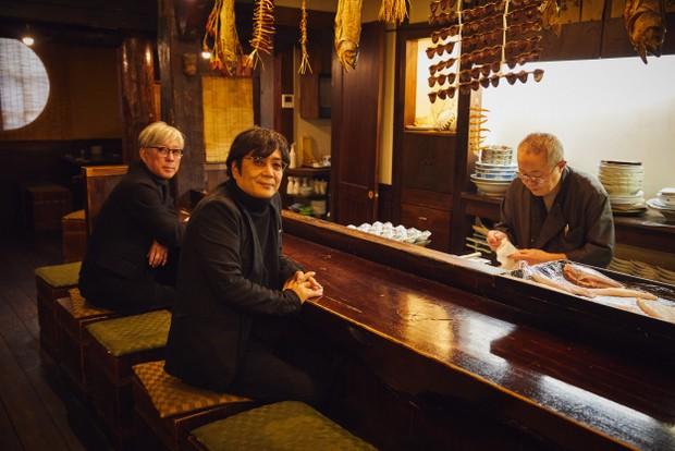 映画『影裏』に登場する居酒屋〈番屋ながさわ〉で。映画では釣りのシーンが大きな役割を果たしているが、同店も魚介料理が看板の店。