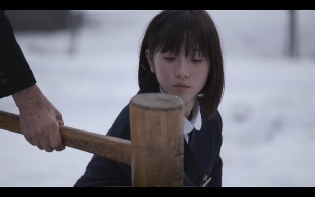 800年前の景観がほぼそのまま守られてきた一関市の本寺地区に住む14歳のユナ。祖母の葬式で臼と杵で餅をつく祖父に唯一寄り添う。通っていた学校が閉校するなど、移り変わる時代を過ごしていくユナの日常。あこがれの先輩も遠く離れていく。(『もち』)