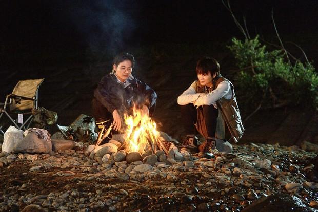 大友監督が「映画の肝」と考える、川辺のキャンプのシーン。(『影裏』)