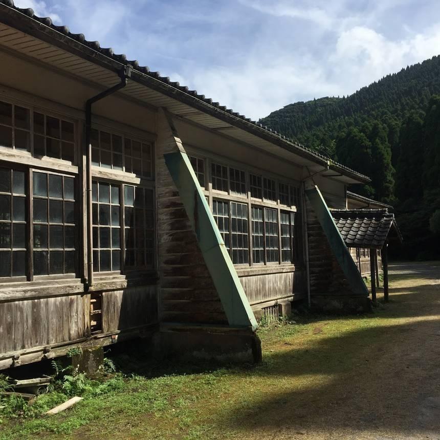 老朽化が進む木造校舎。
