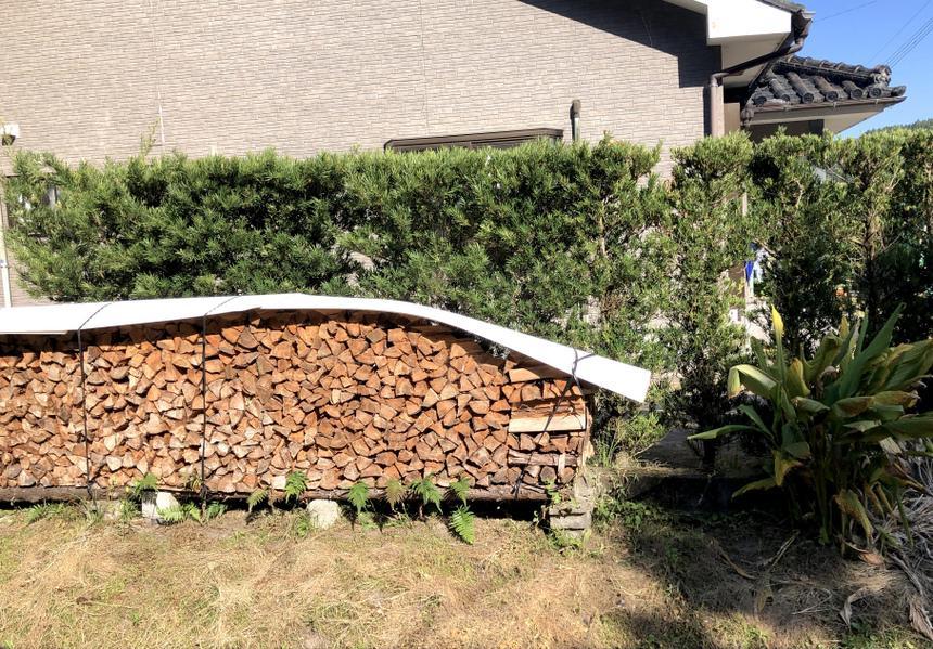 丁寧な薪の積み方に個性を感じます。