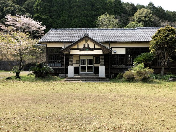森の学校も左部分は児童数が減ったときに切り離して移築した。