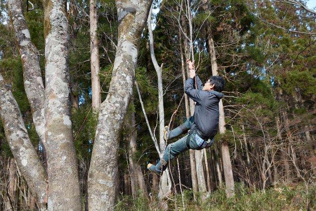 力が弱い人でも木を登る術を教えてくれた由留木さん。さすが自然遊びに長けている!