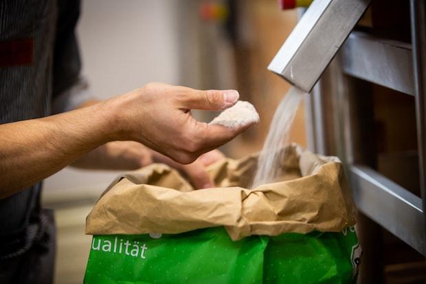 国内外から厳選した小麦粉を使用