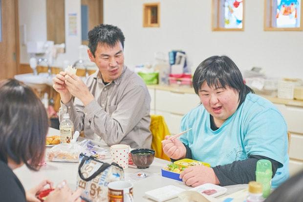 和気あいあいとお弁当の時間(撮影:張田亜美)