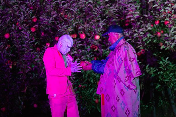地元のりんご農家さんが出演し、りんご畑で撮影が行われた。