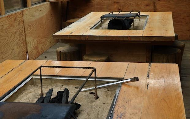 元は五平餅を焼く台だった廃材を利用してDIYでつくり上げたBBQスペース。