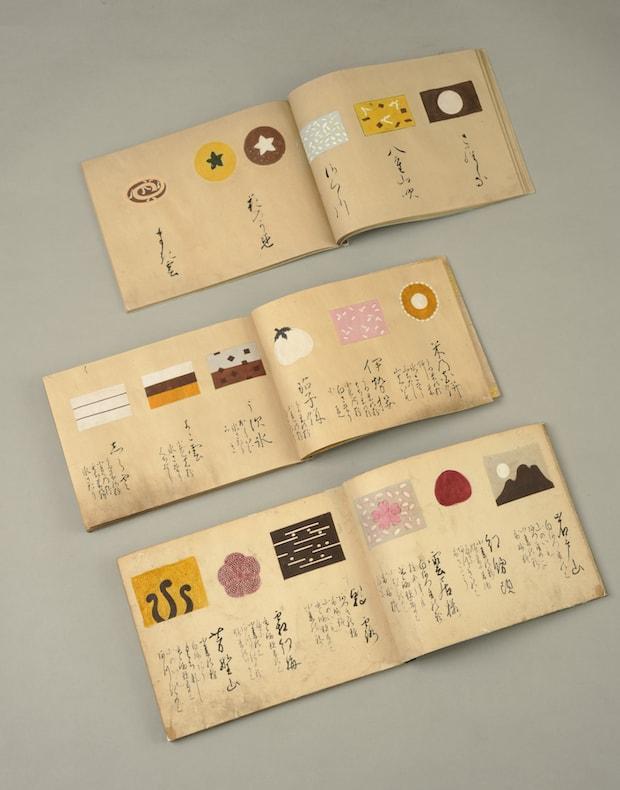 「菓子見本帳」現代でいう商品カタログのようなもの。とらやには元禄8年(1695)のものをはじめ、約40冊が残っている。