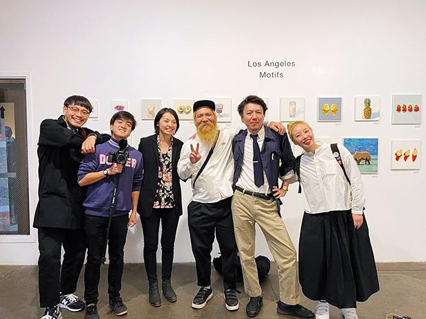 プロジェクトメンバーと。「この仲間がいたからロスに行けた」と笑顔の健志さんと裕子さん。チーム熊本で無事成功させることができた。