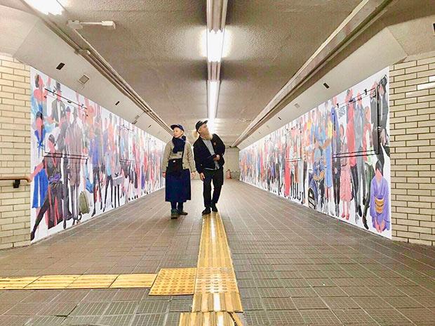 熊本の実在の人物200名の絵で構成された地下道の壁面。