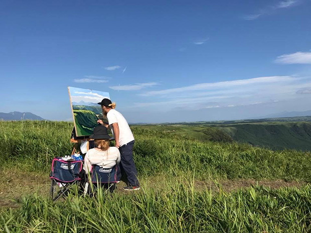 自然豊かな阿蘇の大観峰を描く。