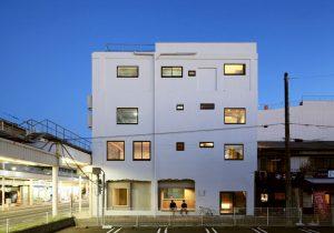 廃墟ビルを、家賃収入を生む建物へとリノベーション。商店街に変化を生み出 …