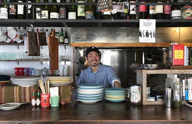 マルイチビル2階〈Bird-old pizza house〉を経営する田村逸兵さん。
