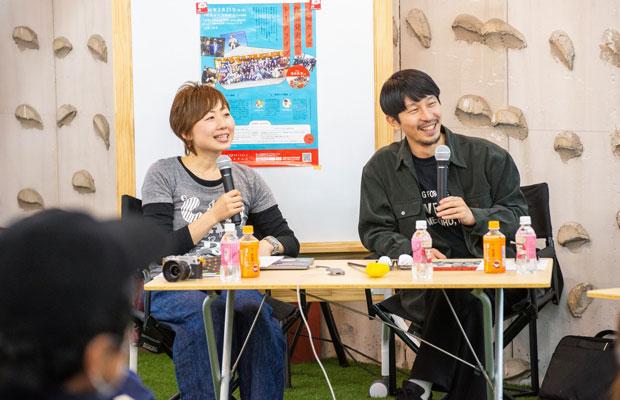 この日の特別ゲスト、写真家の浅田政志さん(右)。