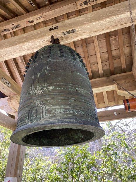 〈鐘楼堂〉にあった大きな鐘。