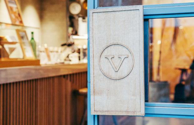 ヴァーヴコーヒーロースターズは、カリフォルニア・サンタクルーズ発のコーヒーショップとして2016年に日本に上陸し、新宿や六本木、さらに北鎌倉にも店舗を構えている。