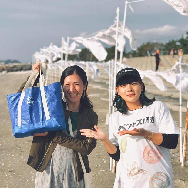 理事メンバーである村上直子さん(左)と熊本大学4年生(2019年当時)の久保七海さん(右)