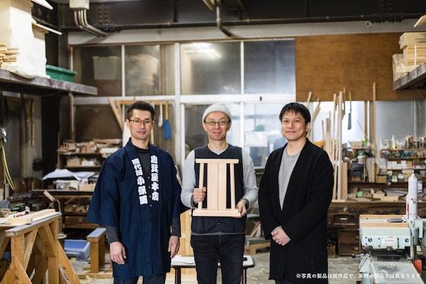 左から唐箕屋本店代表取締役の小保田庸平さん、〈woodpecker〉の福井賢治さん、手工業デザイナーの大治将典さん。