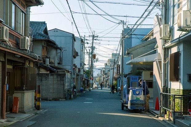 〈河岸ホテル〉がある京都中央卸売市場の場外。