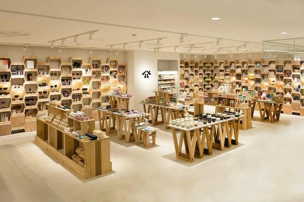 東北各地で生産される工芸品や食品を販売する〈東北スタンダードマーケット 仙台PARCO2店〉。(これまでに紹介した東北スタンダードマーケットの記事はこちら→〈NOZOMI PAPER®〉、〈秋田デ、〉)